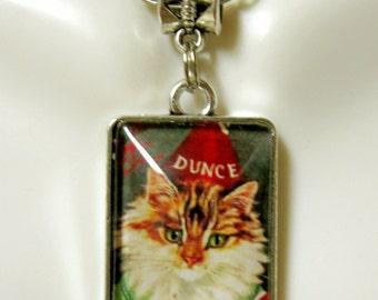 A ten o'clock scholar nursery rhyme cat pendant and chain- CAP02-019