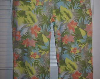 Hawaiian Tropical Capris Jean Features, Four Pockets, Summer Splash of Color Size 8 - 10