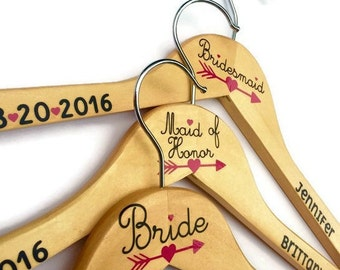 Maid of Honor Hanger / Wedding hanger with date / Bridesmaid Hanger Set of 6 / Wedding Hanger Bride Hanger with Date
