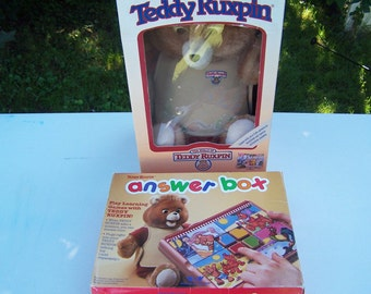 Vintage Teddy Ruxpin Answer Box four outfits original boxes not working