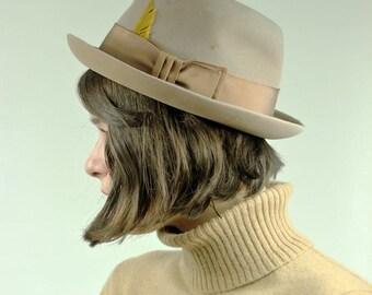 70's Ecru Felt 'Dobbs' Fedora Hat w/ Mustard Yellow Feather