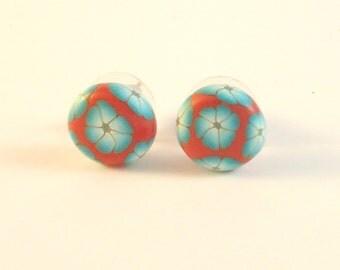 Blue flowers polymer clay studs earrings. Millefiori button floral earrings. Handmade flowers studs earrings. Smal studs earrings design.