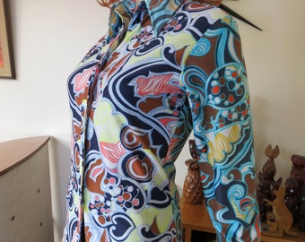 Vintage 70s groovy women's long sleeved buttoned shirt