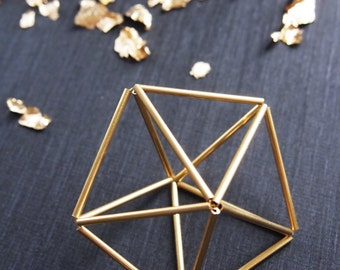 Himmeli étoile dorée. Objet décoratif dorée, style scandinave. Fait main à Paris. Parfait pour un cadeau de mariage, noël ou autre.