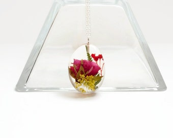 Real rose necklace, real flower necklace, resin jewelry, nature jewelry, nature inspired jewelry, gift, flower, flower jewelry, flower gift