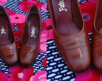 1960s Brown Round Toe Pumps // 60s Retro High Heels