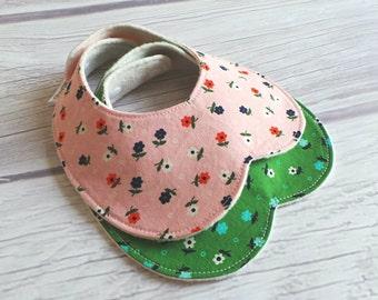Foral Baby Girl Bib Set / Baby Bib / Peter Pan Collar Bib / Toddler Bib / Drool Bib / Organic Fleece / Retro Modern / Pink and Green
