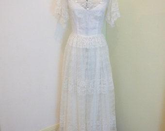 Chic Original Lace Vintage Wedding Dress Size 8