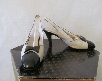 Fiorentina Leather Slingback Heels Italo Colombo White Black Color Block Italian Designer Shoes Bakelite Plastic Bow 7.5 Made in Italy