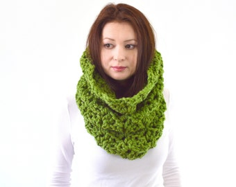 Chunky Lace Cowl Scarf // The Florence// in Grass