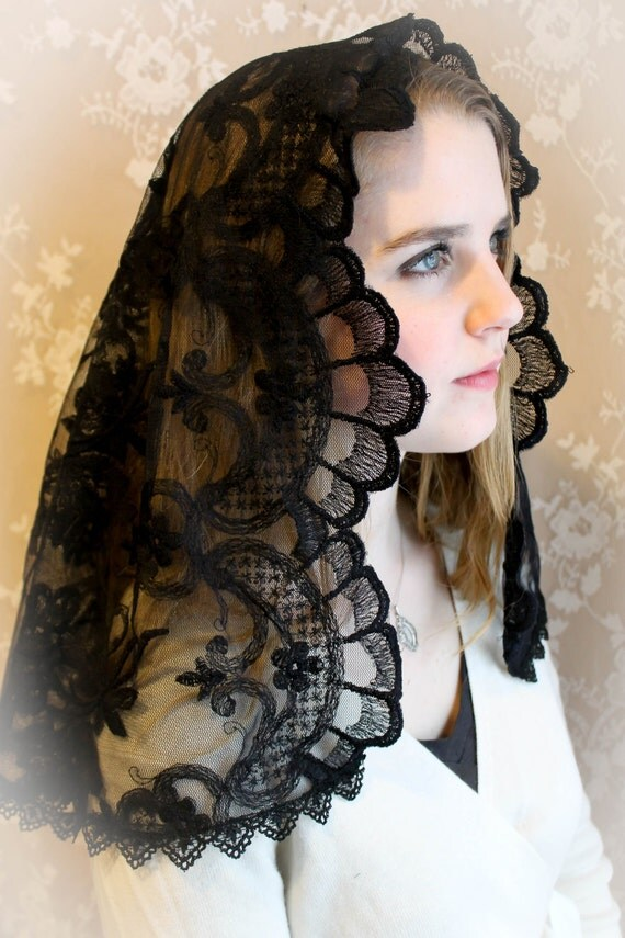 Evintage Veils : Spanish Lace Embroidered Black Lace Mantilla