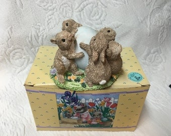 United Designs, Egg Roll, Easter Bunny Family, Easter Egg Roll Figurine, Bunny Figurine, SEC036, Designed by Donna Kennicutt, Easter Bunnies