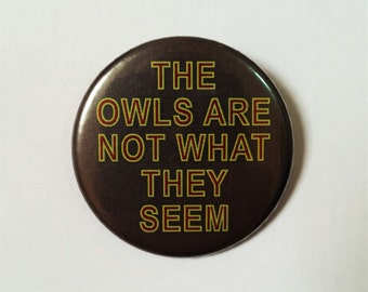 Twin Peaks Button Pin Badge ∙The Owls Are Not What They Seem Quote Pin Badge ∙ TV Quote Pin Badge ∙ Cute Fridge Magnet ∙ TV Fridge Magnet