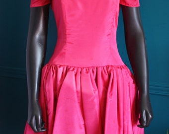 Dress in satin 80 s style fushia