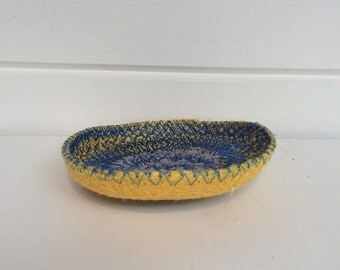 Coiled bowl ~ Upcycled bowl ~ coil bowl ~ Handmade bowl ~ Decorative bowl ~ eco friendly ~ Fabric bowl ~ Coiled fabric bowl ~ Yarn bowl