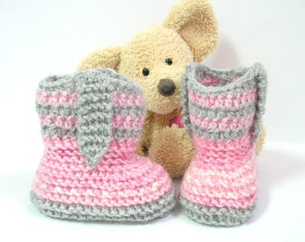 Pink and gray baby girl booties country style, size newborn to 3 months, handmade by Tricomuse