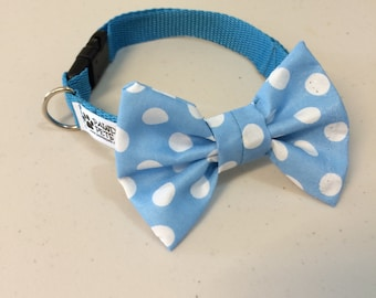 Dog collar with removable bow tie in Blue