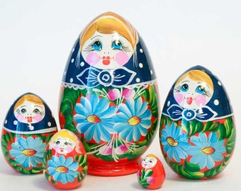 Nesting Eggs Camomiles blue on red matryoshka egg - kod8p