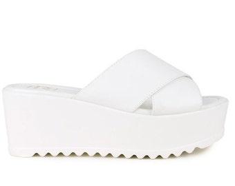 90s Deadstock Slip On Platform Sandal Shoe ~  WHITE crossover strap