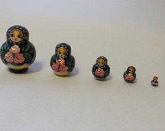 Set of 5 nesting dolls