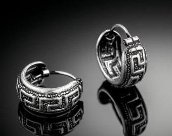 Sterling Silver huggie hoop earrings. huggie hoops. silver hoop earrings. silver hoops. sterling silver hoop earrings. silver earrings.