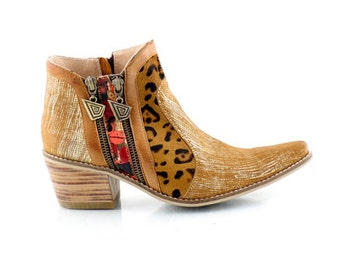 Leather Booties EVA Gold. Ankle Boots. Leather boots, handpainted leather, handmade boots. 100% leather. Handmade shoes. Art at your feet! .