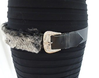 Belt black leather trimmed with recycled fur!