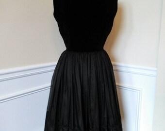 PiNUp Classic 50s  Black dress with Velvet Bodice