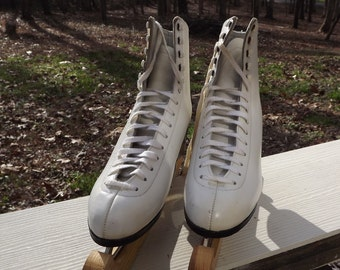Ladies competetion ice skates 7 1/2 B
