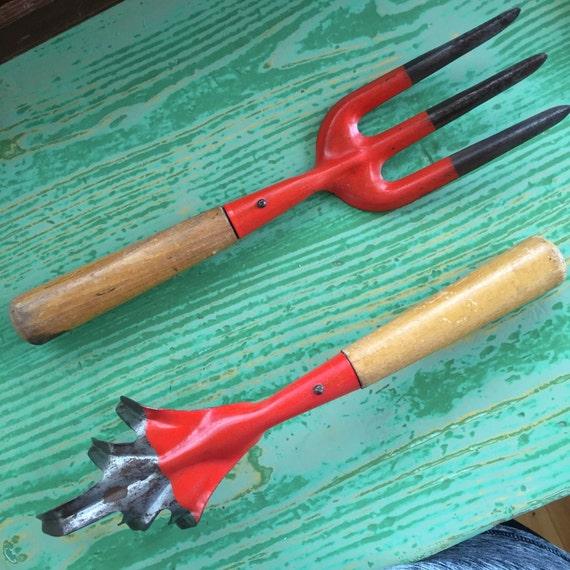Vintage garden hand tools gardening tools 2 piece set for Common garden hand tools