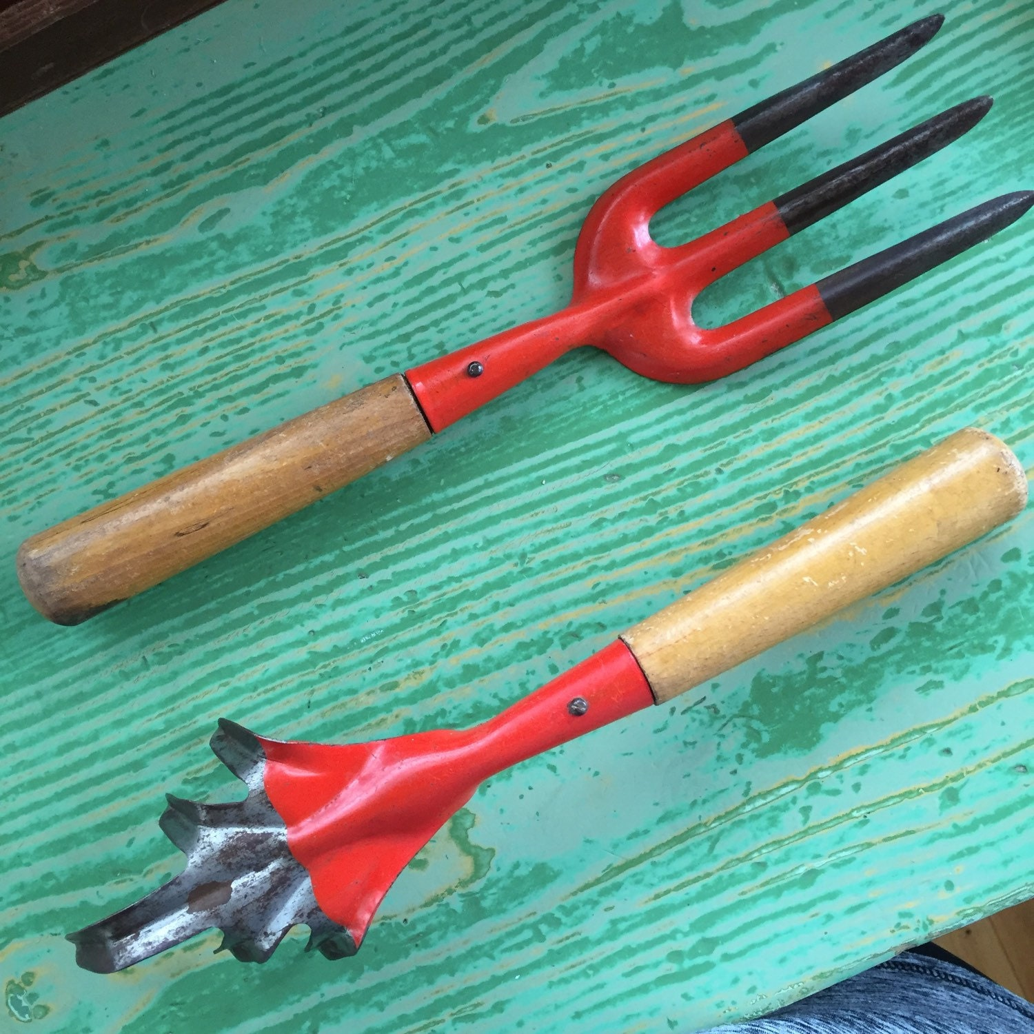 Vintage garden hand tools gardening tools 2 piece set for Common garden hand tools