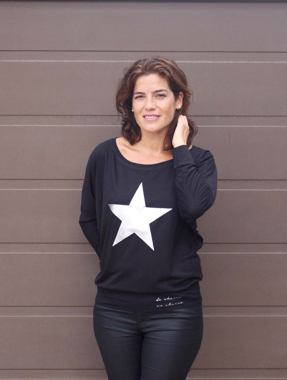 Woman black or white tee with bat sleeves. Star in gold or silver.