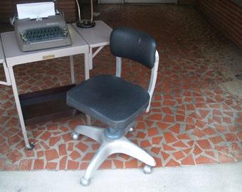 Atomic Propeller Swivel Desk Chair on Wheels