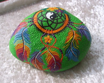 Dot painting stone dream catcher of lovingly hand-painted River pebbles, weatherproof and UV-resistant, 17 cm in diameter