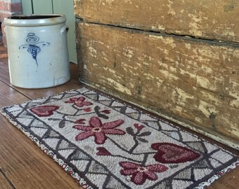 Heart and Vine primitive hooked rug pattern design from myWinterCottage. Primitive design. Paper pattern.