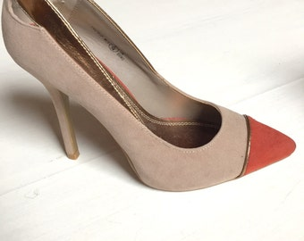 Stiletto heel shoe. Beige suede. Never used. 37