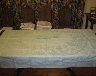 1 Vintage heavy linen Damask tablecloth and 6 large napkins