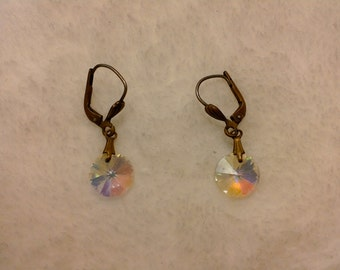 Single iridescent light catching bead