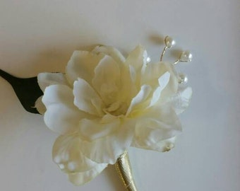 SALE 6 Ivory and Gold Wedding Boutonnieres