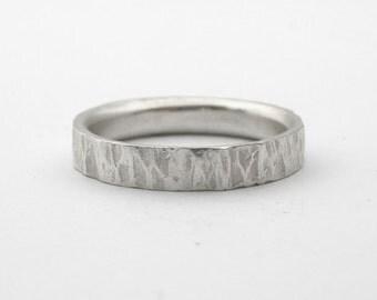 Roberta - handmade line hammered ring