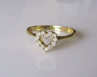 18ct Gold Diamond Heart  Ring Size M or 6