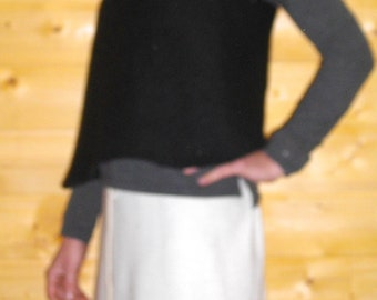 Crossed tunic in the back, black felted wool