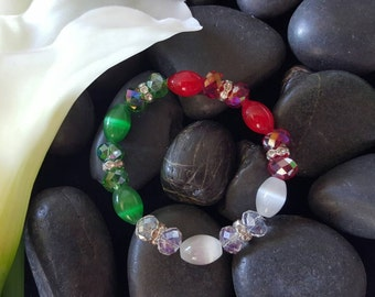 Stretchable beaded glass beads green white red colors.