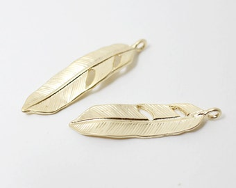 P0424/Anti-tarnished Matte Gold Plating Over Pewter /Solid Feather Pendant/37x9mm/2pcs