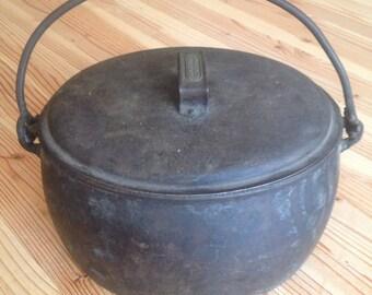 J & J Siddons 1 1/2 gallon Iron Pot