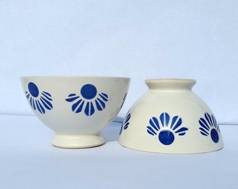 Set of 2 small French café au lait bowls / Vintage coffee milk bowls/ Mid century bowls