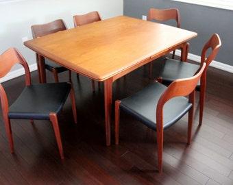 Danish Modern Teak Dining Table with Sliding Leaves