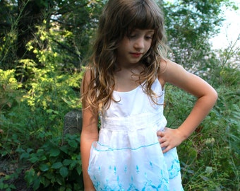 HANDMADE Dress 60s VINTAGE Textiles Size 4T Girls Toddler Upcycled Vintage Apron Dress Country Style Apron Dress with Embroidery and Ruffles