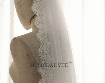 Boho Eyelash Lace Veil, Small Chantilly Lace Veil, Light Beach Veil in Fingertip, Waltz, Chapel and Cathedral Length, Soft Tulle Bridal Veil