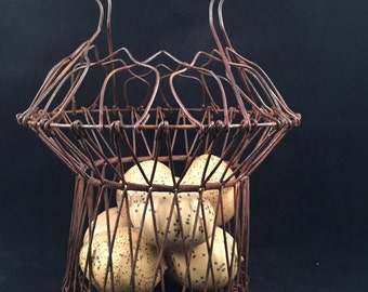 Rustic Rusty Wire Egg Basket